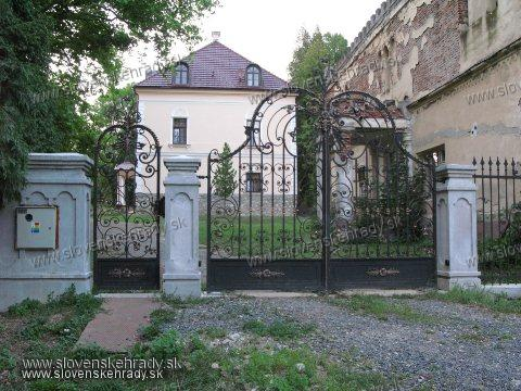 Bohunice - klasicistický a neogotický kaštieľ