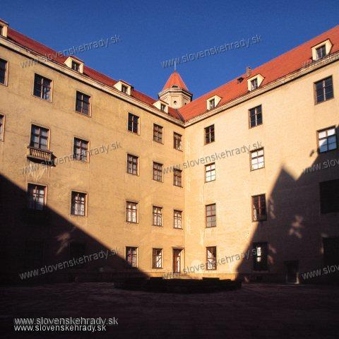 Bratislavský hrad - pohľad z nádvoria