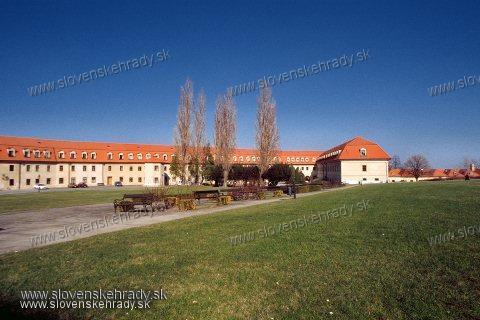 Bratislavský hrad - budova na severných hradbách a budova pri Mikulášskej bráne