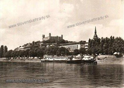 Bratislavský hrad - na starej pohľadnici<br>Zdroj: www.aukro.sk