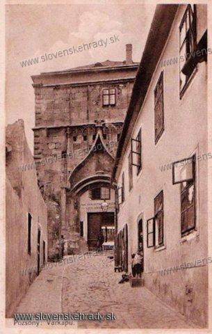 Bratislavský hrad - Zdroj: www.aukro.sk
