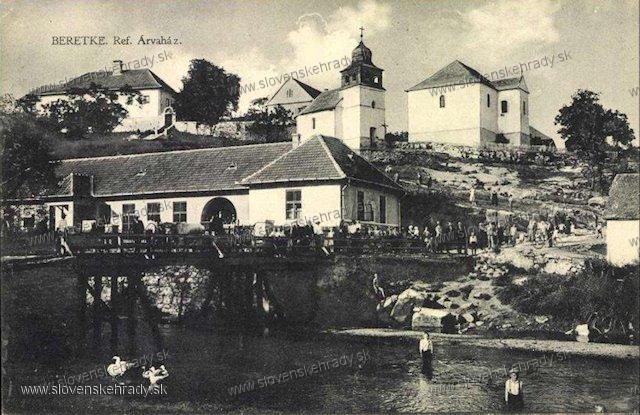 Bretka - kúria je vľavo hore, slúžila ako sirotinec (Arvaház)