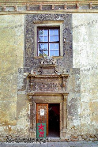 Bytča - Sobášny palác - vstupný portál