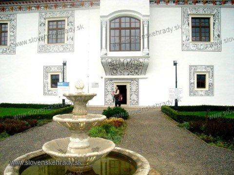 Bytča - zadná strana Sobášneho paláca so záhradou