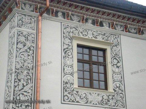 Bytča - okno Sobášneho paláca