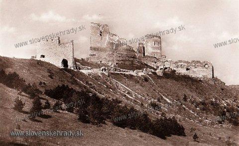 Čachtický hrad - hrad na starej pohľadnici, vyd. Kriváň Bratislava<br>Zdroj: www.aukro.sk