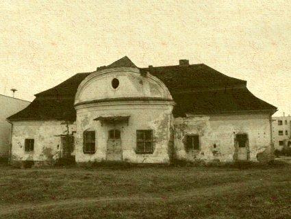 Chminianska Nová Ves - neskorobarokový kaštieľ