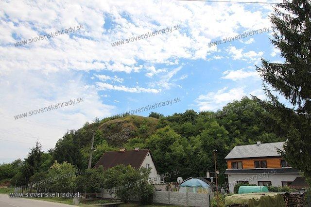 Dedová - hradisko - pohľad z dediny