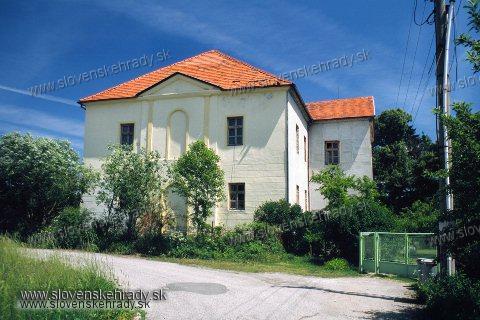 Diviacka Nová Ves - renesančný kaštieľ za dedinou