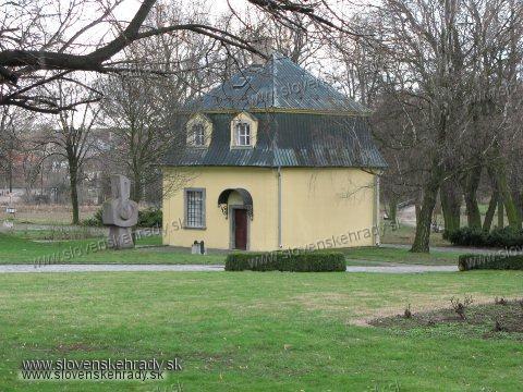 Dolná Krupá - rokokový Beethovenov pavilón pri kaštieli