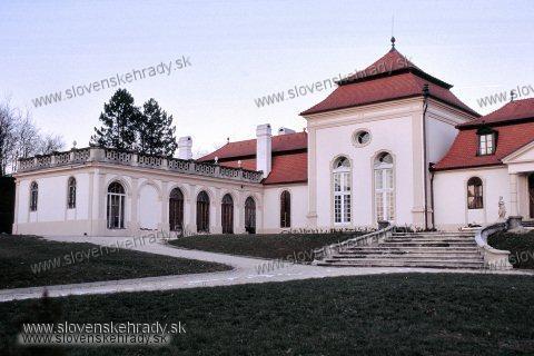 Dvorec - rokokový kaštieľ