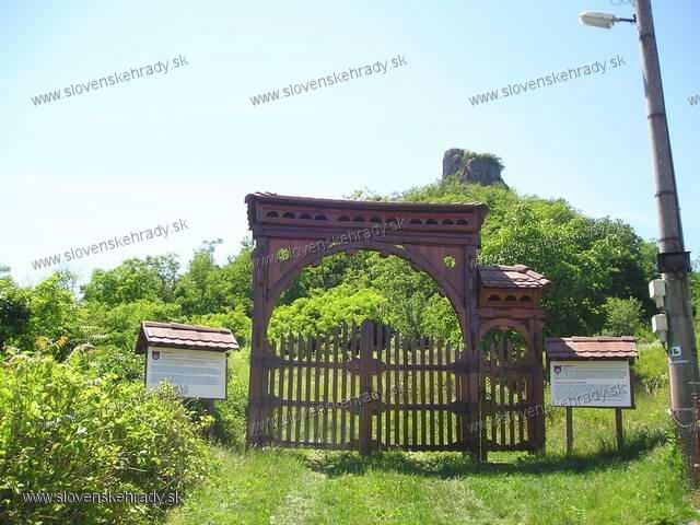 Hajnáčka - vstupná brána do areálu hradu