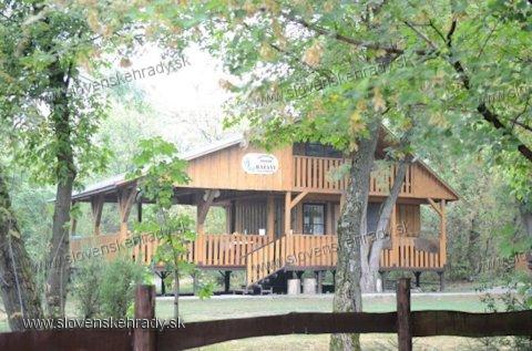 Horné Križovany - poľovnícka chata na mieste bývalého kaštieľa