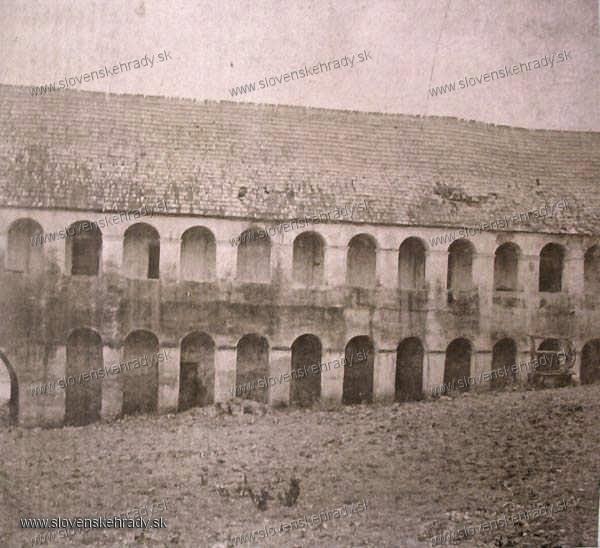Hrachovo - hrad Hrachovo