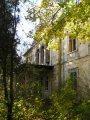 Kamanová - neoklasicistický kaštieľ - kaštieľ aj park takto pomaly chátrajú