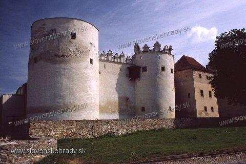 Kežmarský zámok - okrúhla veža, polkruhová bašta a renesančná budova