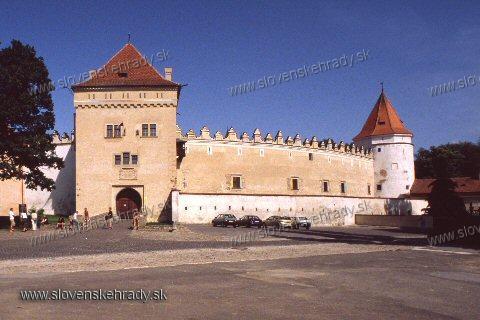 Kežmarský zámok - vstupná veža a kruhová veža
