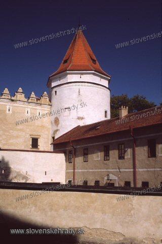 Kežmarský zámok - kruhová veža so stajňami a čeľadníkom