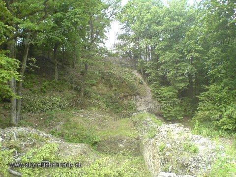 Košický hrad - pohľad na zvyšné hradby hradu miesto ktorého teraz stoji na kopci vyhliadková veža