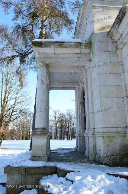 Lednické Rovne - mauzóleum Jozefa Schreibera