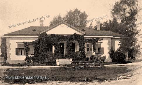 Malé Krškany - klasicistický kaštieľ - zbierka Borovszky