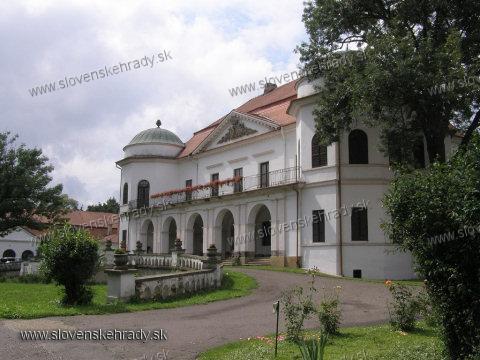 Michalovský hrad - pohľad zboku od expozície prírodovedy