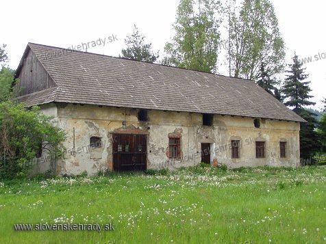 Mokraď - renesančno-barokový kaštieľ, hospodárska budova