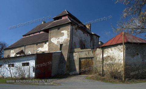 Nižná Šebastová - pôvodne renesančný kaštieľ postavený na mieste niekdajšieho hradu - neuveriteľné miesto s atmosférou