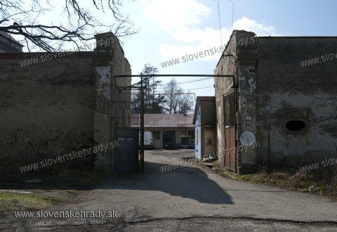 Nižná Šebastová - pôvodne renesančný kaštieľ postavený na mieste niekdajšieho hradu