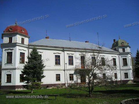 Nová Ves nad Žitavou - neorokokový kaštieľ z roku 1800
