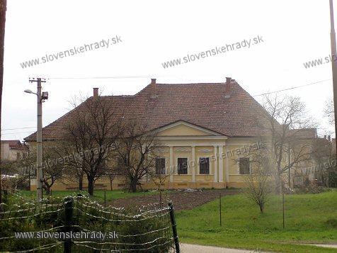 Okoličné - klasicistická kúria