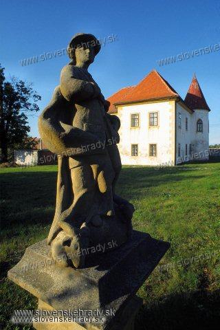 Oponice - renesančný kaštieľ