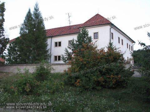 Pečenice - goticko-renesančno-barokový kaštieľ