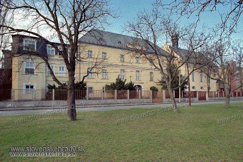 Podunajské Biskupice - barokový kaštieľ