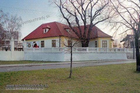 Podunajské Biskupice - klasicistická kúria