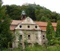 Považské Podhradie - rokokový kaštieľ a Považský hrad