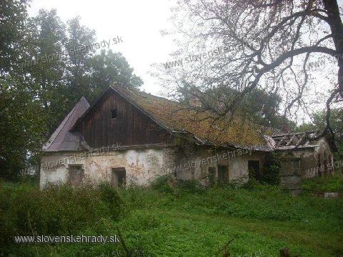 Príbovce - klasicistická kúria