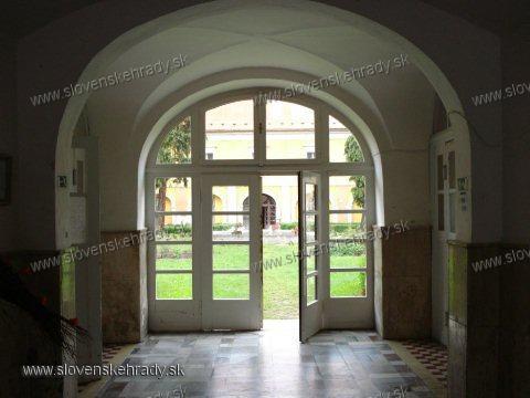 Pruské - renesančno-barokovo-klasicistický kaštieľ<br>vestibul