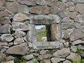 Pustý hrad - okienko pri malej vstupnej bráničke