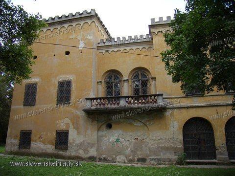 Radvaň - goticko-renesančný kaštieľ Radvanských