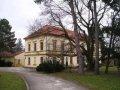 Rakovice - pôvodne renesančný, klasicisticky prestavaný kaštieľ,<br>škola v peknom prostredí parku