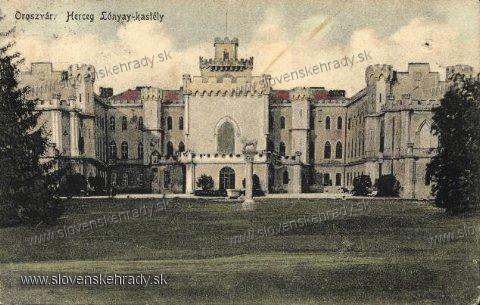 Rusovce - neogotický kaštieľ na pohľadnici zo začiatku 20. storočia<br>priečelie