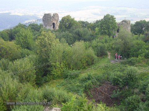 Šarišský hrad - pohľad na areál hradu - zadná časť