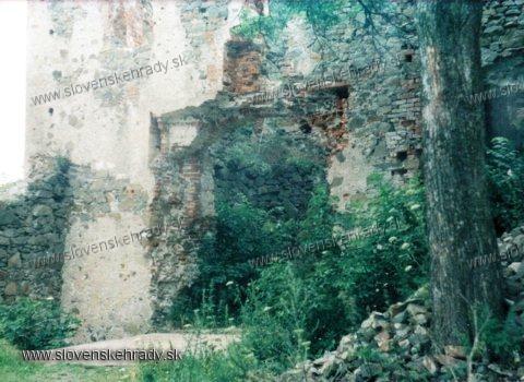 Šarišský hrad - Hlavná brána hradu v roku 1988