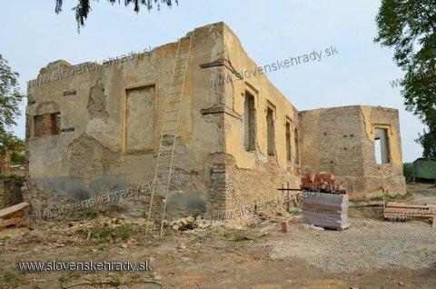 Šarkan - klasicistická kúria