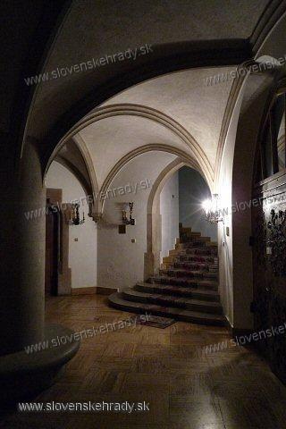 Smolenický zámok - hlavná vstupná hala (pod vežou)