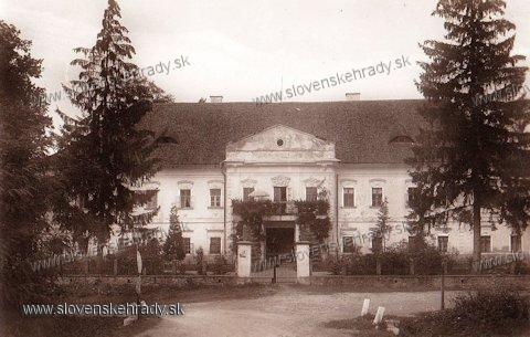 Snina - klasicistický kaštieľ<br>Zdroj: www.aukro.sk