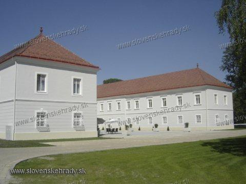 Tomášov - barokový, barokovo-klasicisticky upravený kaštieľ