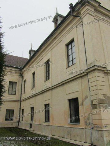 Trebišov - barokovo-klasicistický, empírovo-neorenesančne upravený kaštieľ