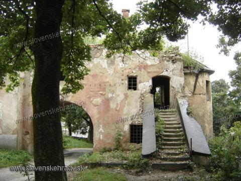 Turnianske Podhradie - pôvodne neskororenesančný, klasicisticky upravený kaštieľ